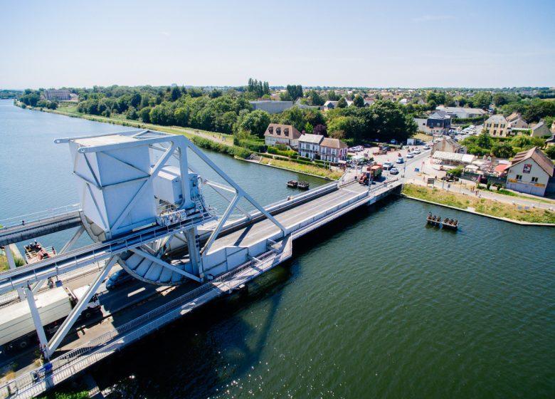 298485-Pegasus-Bridge–vu-du-ciel-Caen-la-mer-Tourisme—Les-Conteurs–Droits-reserves-Office-de-Tourisme—des-Congres–1200px-2