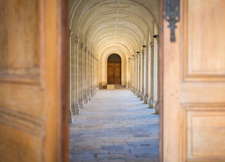 46168-Caen__cloitre_de_l_abbaye_aux_Hommes-Caen_la_mer_Tourisme___Pauline___Mehdi_-_Photographie
