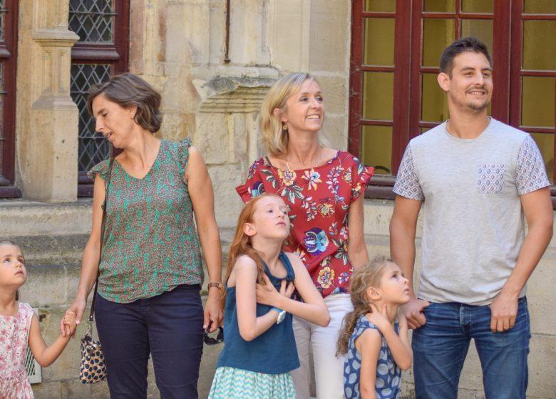 496092-Famille-a-l-hotel-d-Escoville-Caen-la-mer-Tourisme—Alix-JONET-1200px