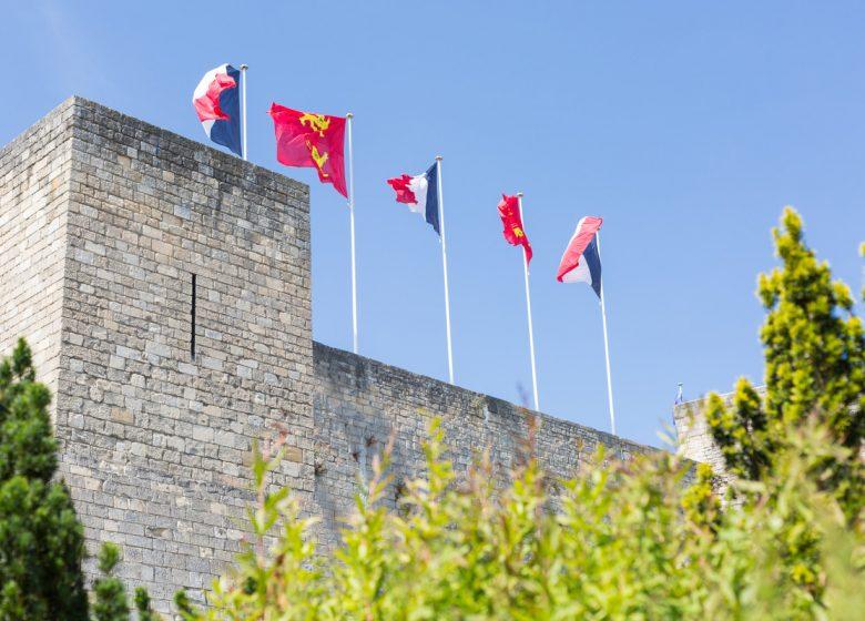 Caen__chateau_de_Caen-Caen_la_mer_Tourisme___Pauline___Mehdi_-_Photographie-46333-1200px