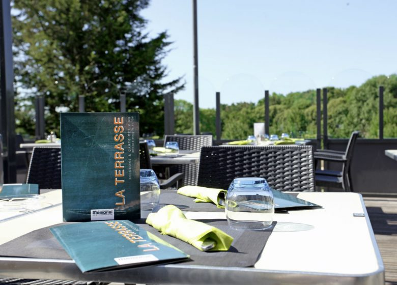 la-terrasse-memorial-table